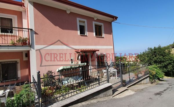 071, Casa indipendente a Santa Domenica Talao